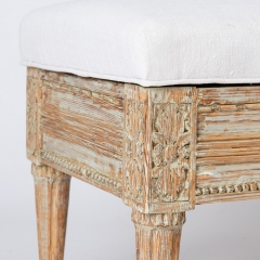 7-7877_gustavian_bench_flip-top-4