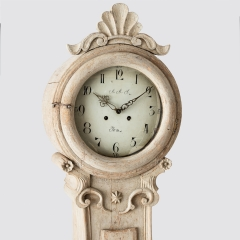 7-7908-Clock_Rococo_shell_crown-1