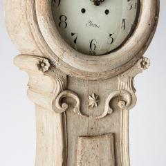 7-7908-Clock_Rococo_shell_crown-2
