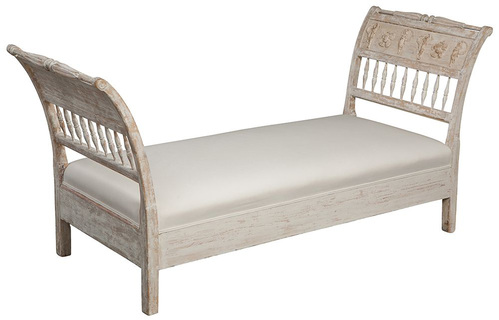 7-6627_classical_ day_Bed_feature