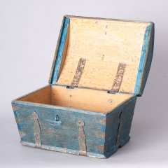 7-8158-Swedish-Travel-box-with-domed-lid-and-blue-paint-C-1820-17