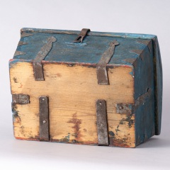 7-8158-Swedish-Travel-box-with-domed-lid-and-blue-paint-C-1820-19
